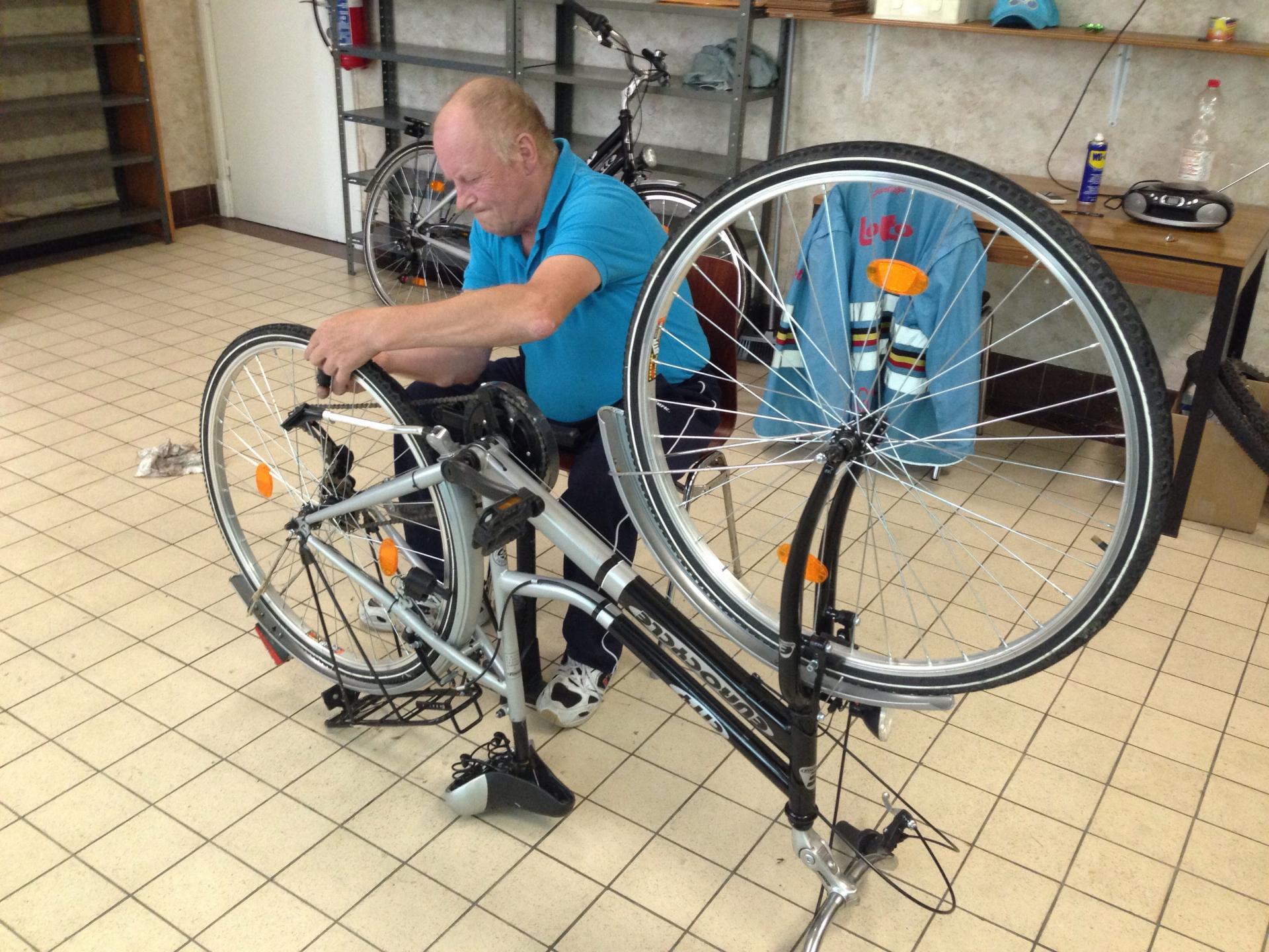 Jean-Claude, notre réparateur bénévole
